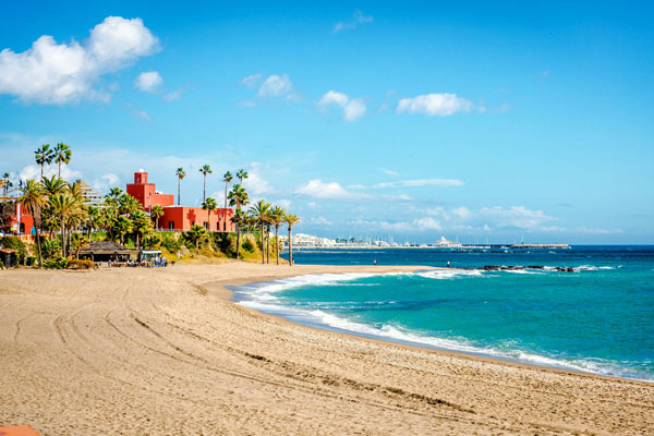Playa cerca de Hotel Mac Puerto Marina